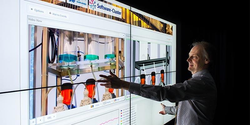 Saarbrücker Informatiker um Professor Thorsten Herfet haben ein Verfahren entwickelt, mit dem Wartungs- und Reparaturarbeiten aus der Ferne möglich sind. Foto: Oliver Dietze