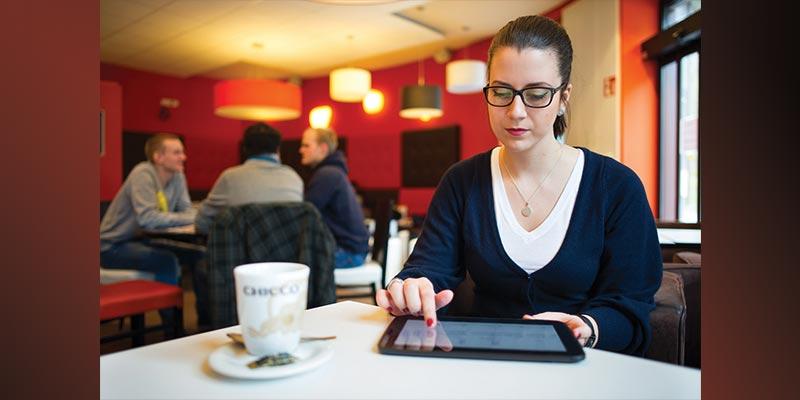 Apps auf Tablet-PC und Smartphone sind potenzielle Datenspione. Saarbrücker Informatiker wollen sie bereits im App Store enttarnen. Foto: Oliver Dietze