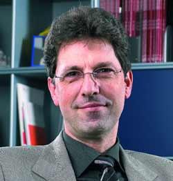 Thomas Lengauer ist Direktor am Max-Planck-Institut für Informatik in Saarbrücken sowie Honorarprofessor an der Universität des Saarlandes und der Universität Bonn.