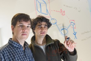 Sebastian Meiser und Esfandiar Mohammadi geben Anwendern Garantien für deren Anonymität im Netzwerk Tor. Foto: Oliver Dietze
