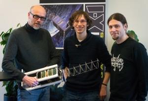 Sichern Raumfahrt-Missionen ab: Professor Holger Hermanns, Jan Krcal und Gilles Nies von der Universität des Saarlandes. Foto: Universität des Saarlandes